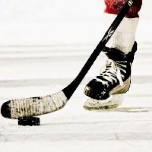 Хоккеистам